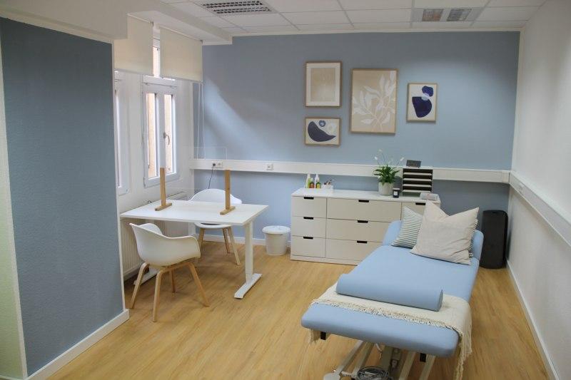 Praxis - großes Behandlungszimmer