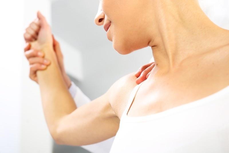 Orthopädie und Handtherapie - Behandlung einer Schulter bei Arthrose oder nach Operationen